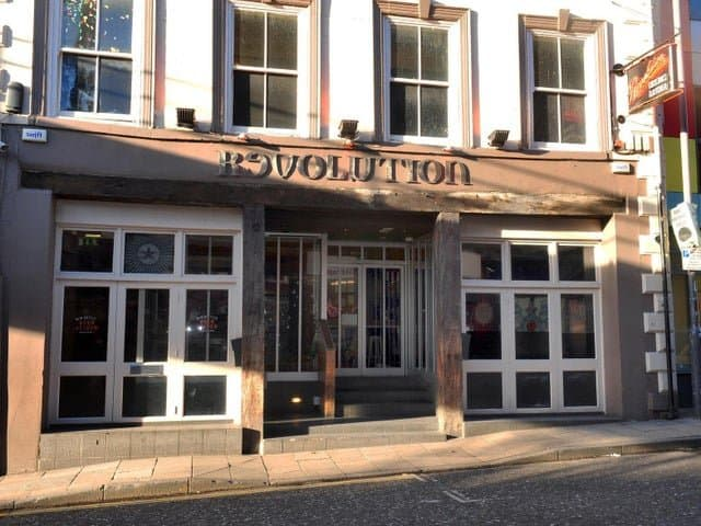 UPDATE – Police officer keeps his job despite resisting arrest after abusing a bouncer at a bar in Leeds