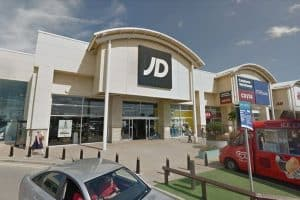 Read more about the article JD Sports security guard injured after 'knife threat' pair refused entry to shop in Liverpool