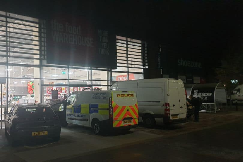 Read more about the article Brave Iceland security guard tackled burglar armed with crowbar after attack on Leeds store