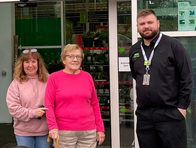 Read more about the article 87-year-old ASDA shopper pens heart-breaking letter to security guard after collapsing in store